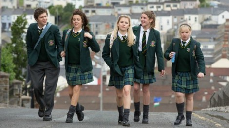 "Britische Comedy ""Derry Girls"": Teenager-Leben in den 90ern – in Nordirland"