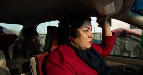 Aus dem Weg, ihr Talibantrottel! – Porträt einer geborenen Macherin in Kabul