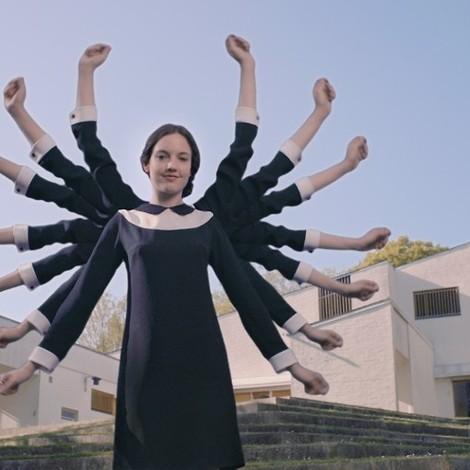 Die großartige Newcomerin Jain braucht für ihr gelungenes Musikvideo nichts als sich selbst. 12 Mal.