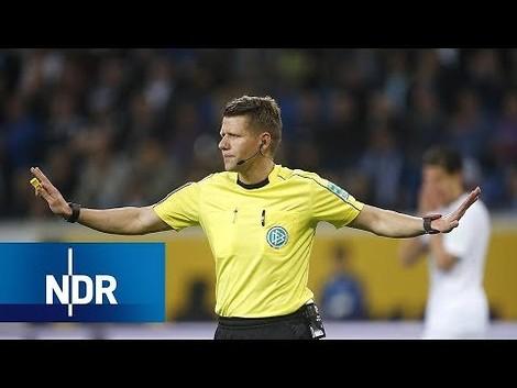 Einwurf – der Fußballpiq: Schiedsrichter
