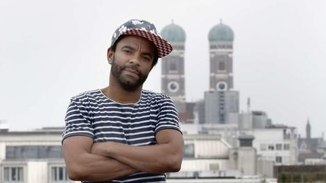 """""""Allein unter Schwarzen"""" ist aktueller denn je und wieder im Lustspielhaus zu sehen"""
