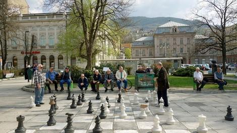 Bosnien und Kosovo - Europas vergessene Protektorate oder: Wo sind die Milliarden?
