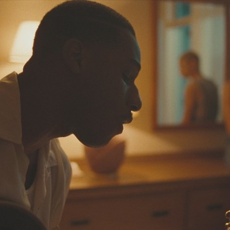 "Leon Bridges' trauriges Amerika in seinem neuen Video ""River"""