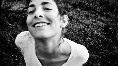Auf der Suche nach der schönen Unbekannten. Ein Dokumentarfilm, zusammengesetzt aus Fotografien.