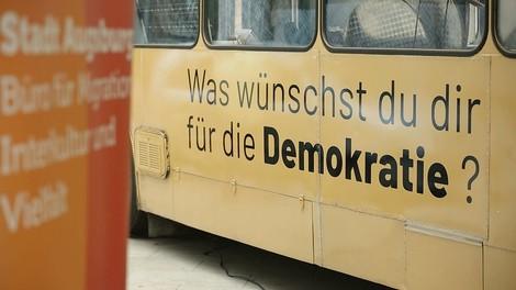 Was wünschst du dir für die Demokratie? Der Demokratiebus auf Tour in Bayern