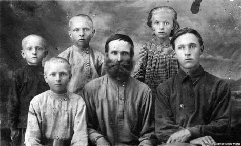 """""""Es gab einen Mord"""": Die Opfer des stalinistischen Terrors und die Fragen der Urenkel"""