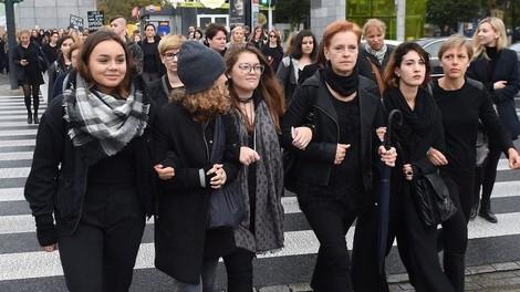 Schwarz heißt bunt — Solidarität mit polnischen Frauen auch in Berlin