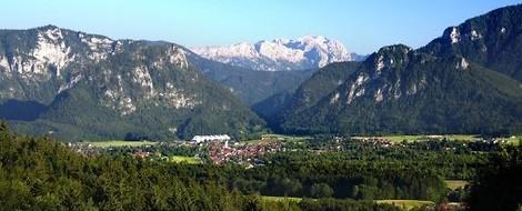 Der Hafen, die Kreuzfahrer und ein Alpendorf