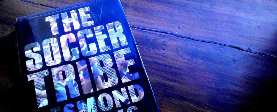 """Ein Eckiges über das Runde:  """"The Soccer Tribe"""" von D. Morris"""