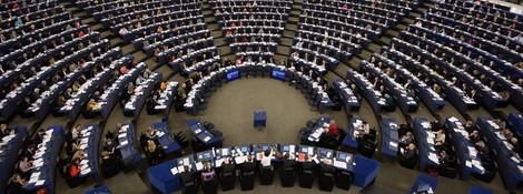 Europaabgeordnete stimmen für Netzneutralität und dagegen.