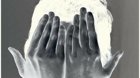 Wie eine junge Frau ihre Familie, Freunde und Sterbebegleiter täuschte – und den Tagesspiegel
