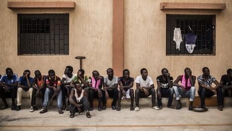 Die libyschen Kämpfe erreichen schutzlose Migrant*innen in Lagern – Perspektiven der Flucht unklar