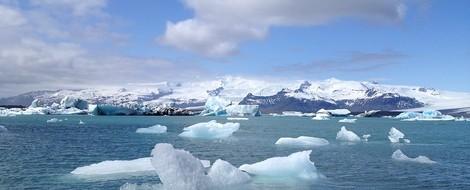 Plastik im arktischen Schnee