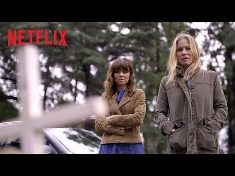 """""""Dead to me"""": Tiefschwarze Serie über Verlust, Wut und Freundschaft – mit Christina Applegate"""