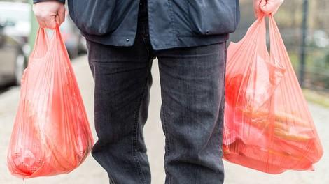 Was bringt ein Verbot von Plastiktüten?
