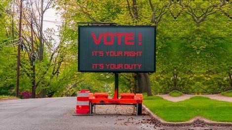 Elektronische Wahlhilfe? Ein Gedankenflug über Potentiale und Gefahren.