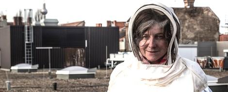 Porträt der Imkerin Erika Mayr