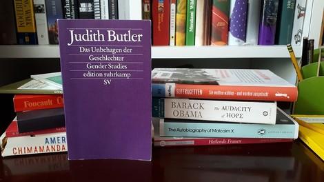 """Warum Judith Butlers Buch """"Gender Trouble"""" auch nach 30 Jahren noch für Wirbel sorgt"""