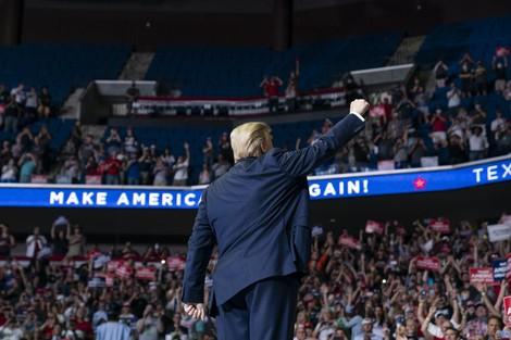 """""""Trump überdeckt seine Verbrechen mit Skandalen."""" Die Journalistin Sarah Kendzior im Interview"""