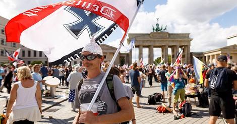 Warum demonstrieren Esoteriker mit Rechtsextremen?