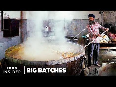 Diese Küche kocht für 100.000 Menschen. Pro Tag.