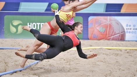 Beachhandball Frauen: Knappe Höschen wichtiger als der Sport?