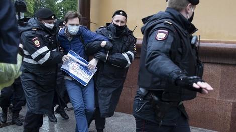 Vier Klappstühle im Hinterhof – Russlands letzte Oppositionelle